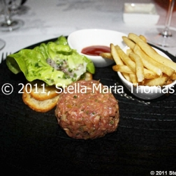 watermark---tartar-of-prime-angus-tenderloin-toasted-sour-dough-herb-salad-003_6393906917_o