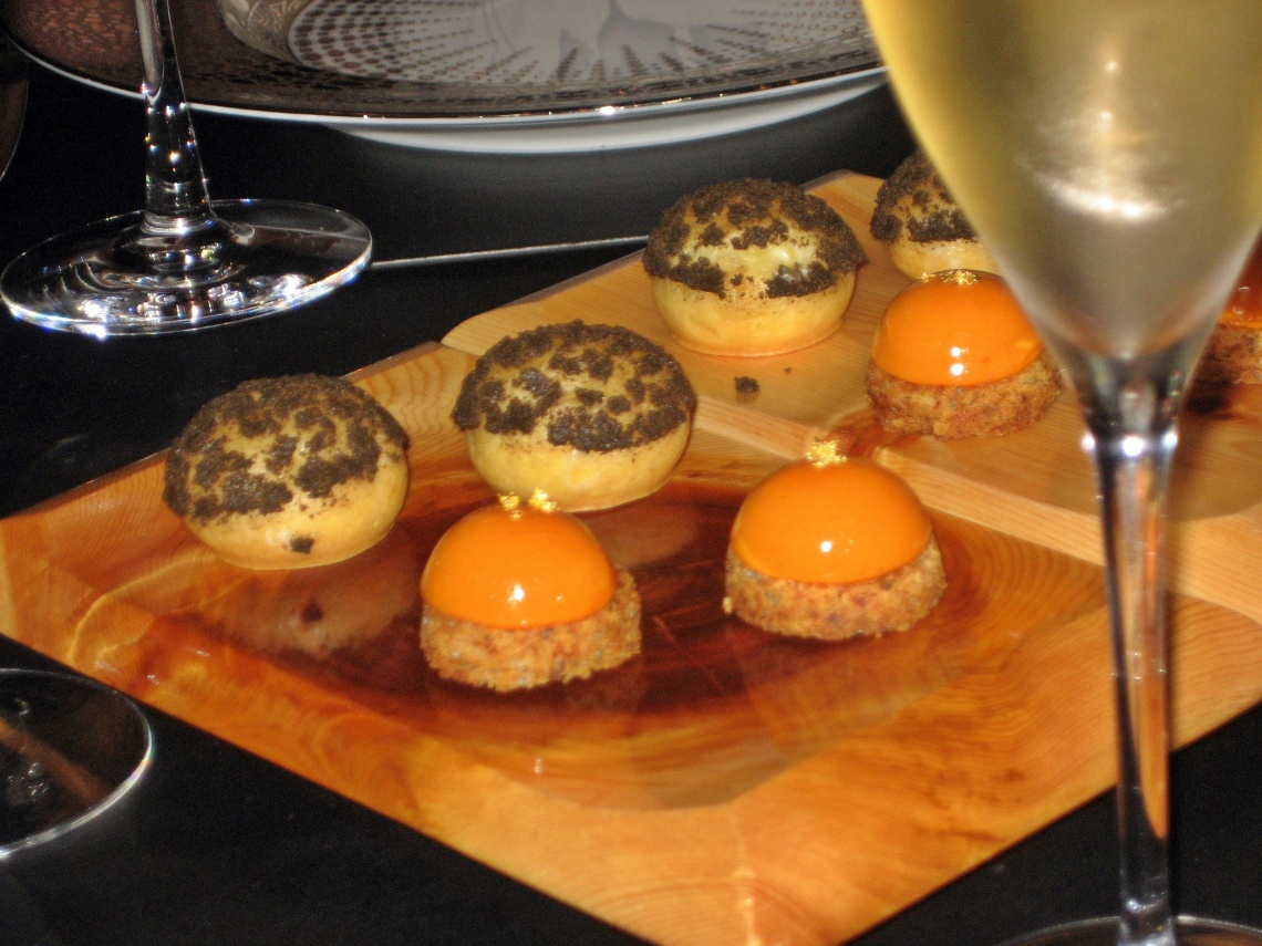 ROBUCHON AU DOME, AMUSE BOUCHES AND CHAMPAGNE 003