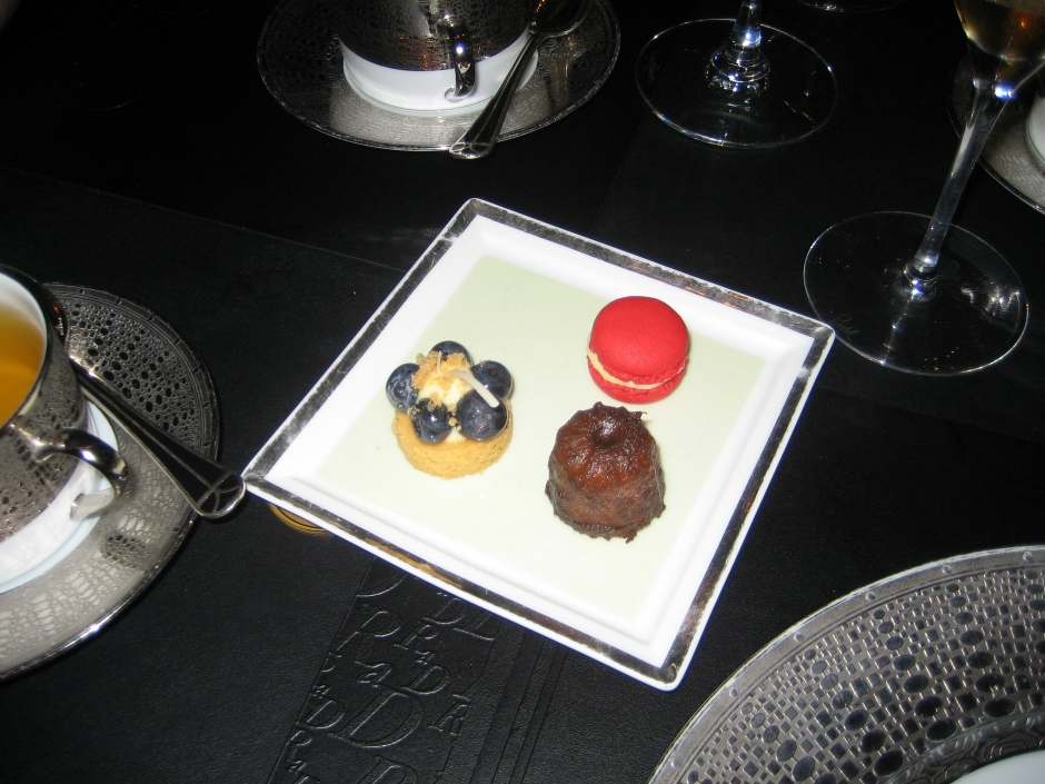 ROBUCHON AU DOME, SWEET TEMPTATIONS 040