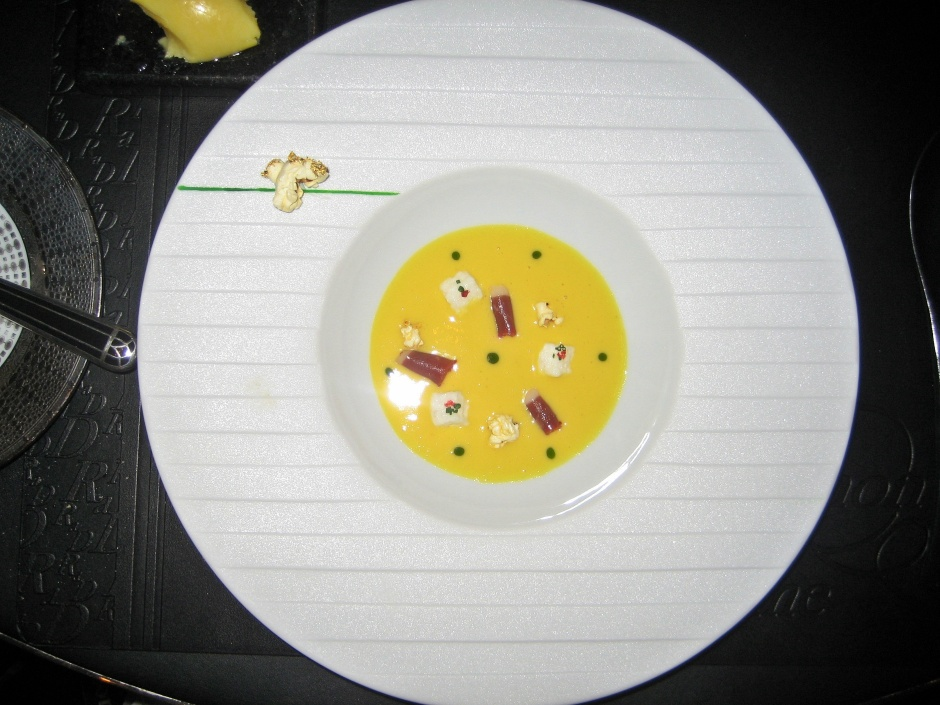 ROBUCHON AU DOME, SWEETCORN VELOUTE, MARSHMALLOW AND POPCORN, SMOKED DUCK 012