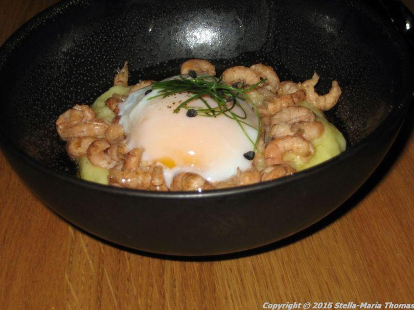 assiette-blanche-grey-shrimps-potato-mousse-poached-egg-beurre-noisette-004_23713394781_o