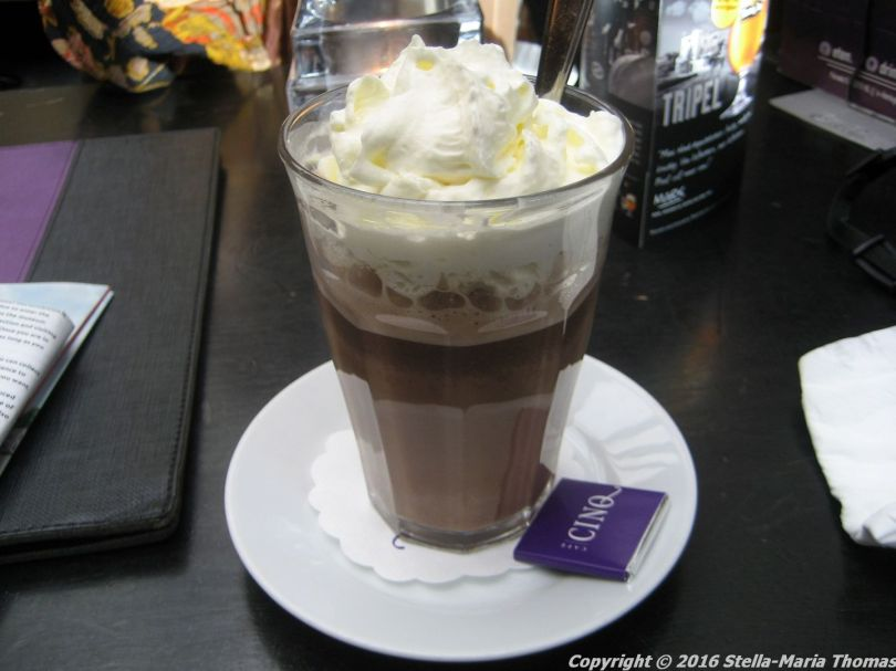 cafe-cinq-hot-chocolate-004_25380799540_o