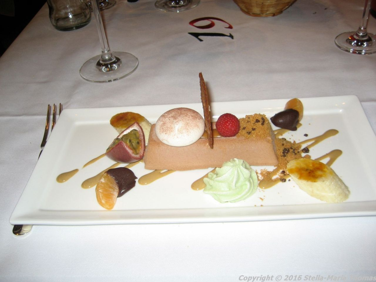 de-florentijnen-chocolate-tartufo-cookie-powder-almond-biscuits-pistachio-meringue-011_23687327772_o