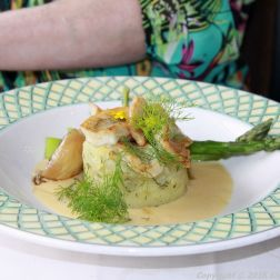 RESTAURANT KNIPAN, EKENAS, PIKE-PERCH WITH CHAMPAGNE SAUCE AND ASPARAGUS 005
