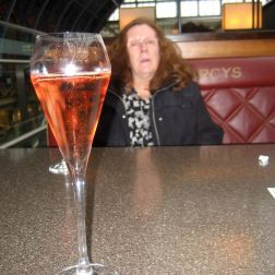 searcys-champagne-bar-rose-champagne-011_23167637604_o