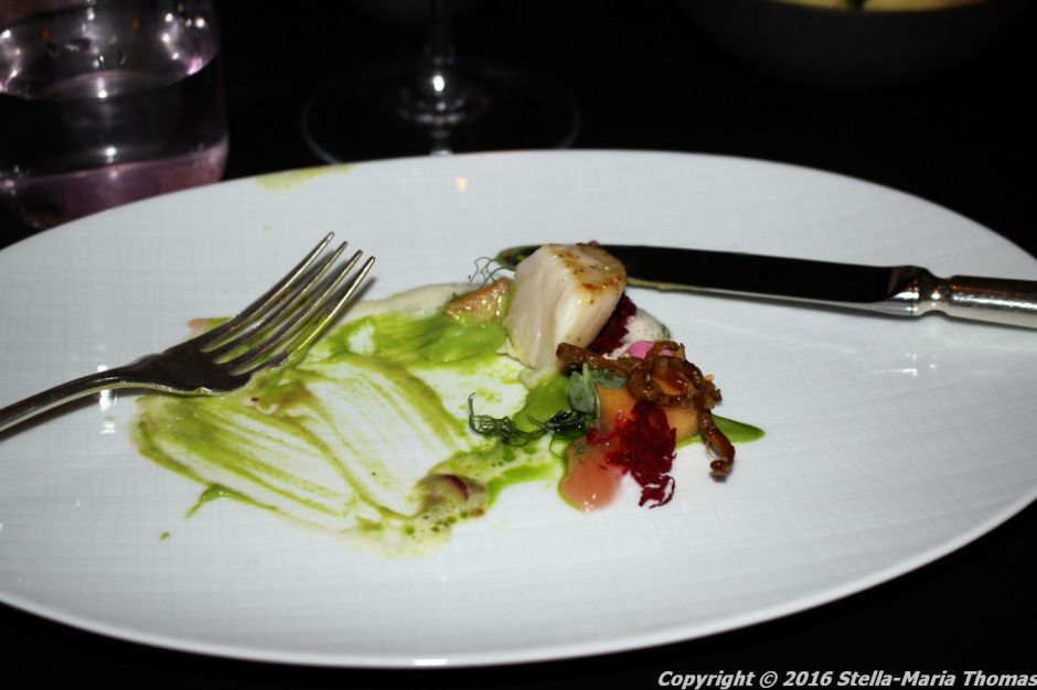 007-scallop-pea-sansho-pepper-crispy-chicken-skin-beetroot