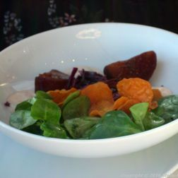 dachgarten-restaurant-reichstag-pulled-duck-breast-brioche-with-red-cabbage-salad-blood-orange-mayonnaise-corn-salad-spiced-fig-sweet-potato-crisps-berlin-004