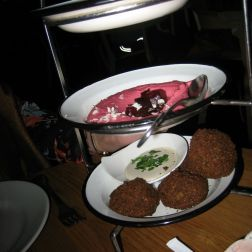 neni-mezze-trio-beetroot-humus-falafel-with-fresh-mint-and-tahini-berlin-003