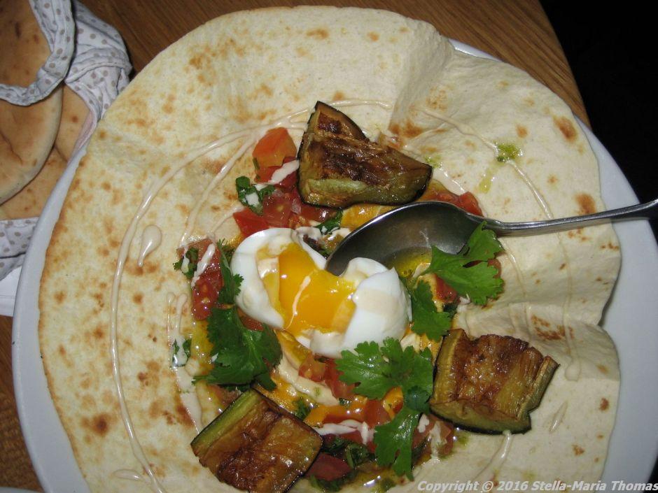 neni-sabich-aubergine-humus-poched-egg-amba-berlin-007