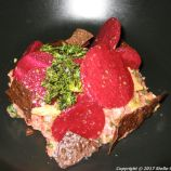 uformel-tartar-of-beef-with-beets-and-black-pepper-007