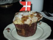 cafe-marmor-white-chocolate-and-raspberry-muffin-001