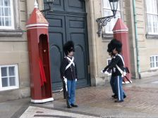 changing-the-guard-at-amalienborg-028