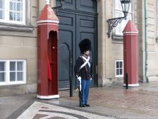 changing-the-guard-at-amalienborg-036