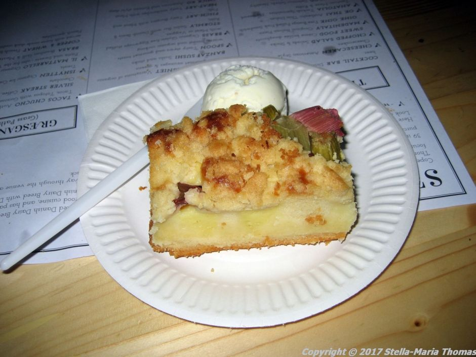 copenhagen-street-food-rhubarb-cake-with-vanilla-ice-cream-009