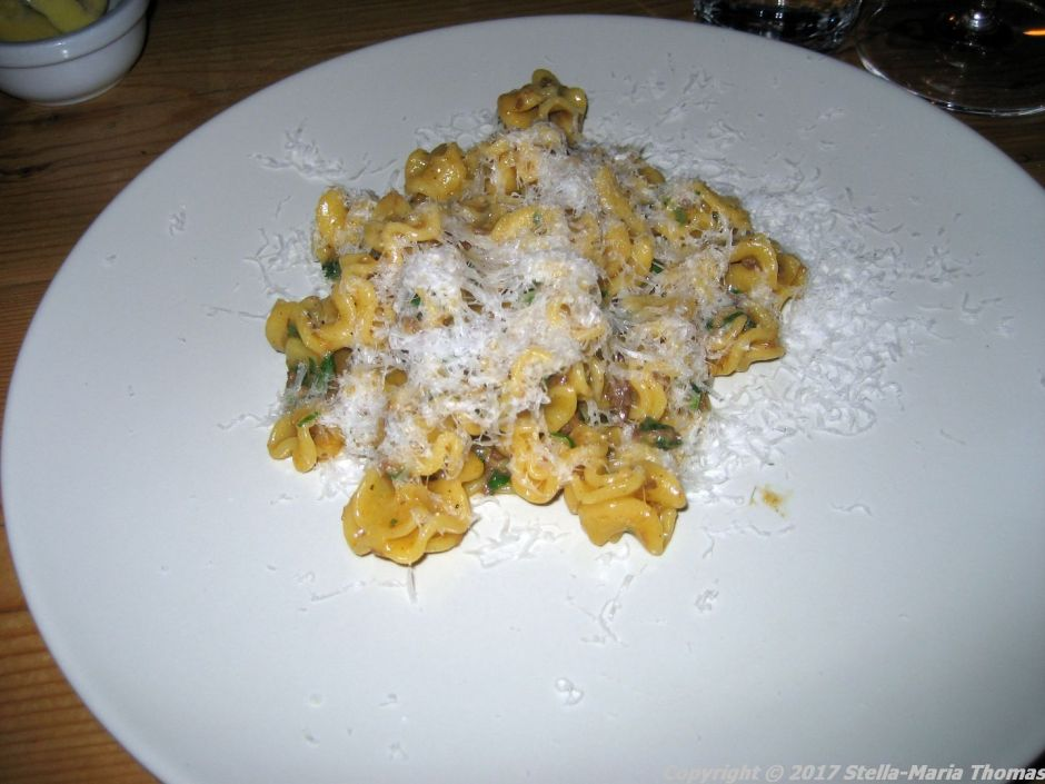 gorilla-radiatore-with-ragout-006