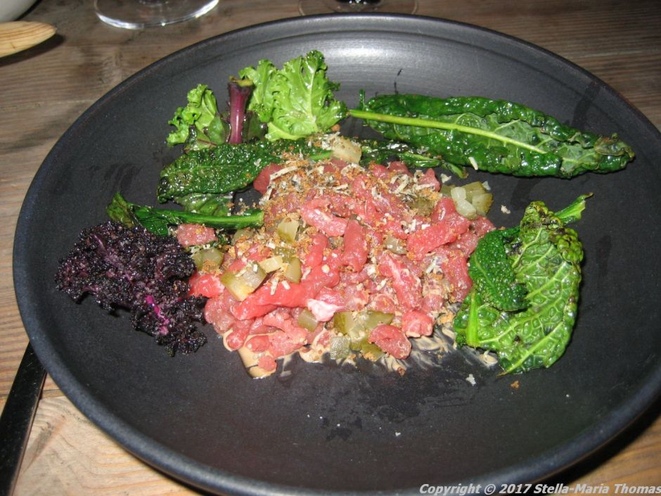 nabo-nabos-tartare-grilled-kale-crunchy-havgus-and-fermented-garlic-005