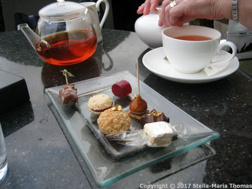 le-manoir-aux-quatsaisons---coffee-tea-and-petit-fours-023_37007156254_o