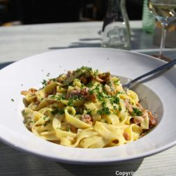 NEUMAGEN-DHRON, KAPT'N COOK, NOODLES WITH PFIFFERLING, BACON AND ONION SAUCE 005