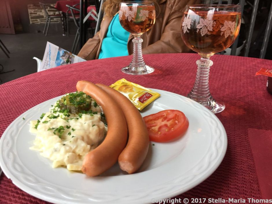SCHLOSS COCHEM CAFE - WURST AND POTATO SALAD AND WINE 002