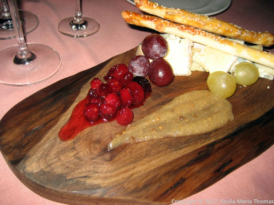 CYRANO DE BEGERAC, SELECTION OF FRENCH CHEESE 008