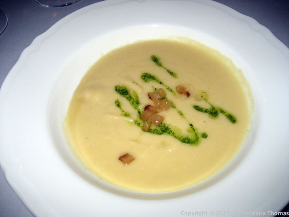 WENTZL, SAUERKRAUT CREAM SOUP, BACON CHIPS, SMOKED OLIVE OIL 008