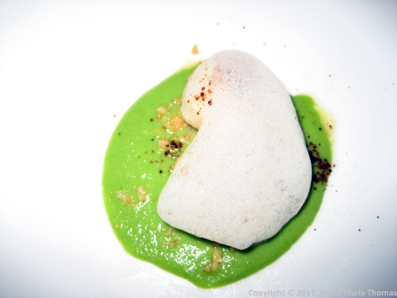 WENTZL, SCALLOPS, GREEN PEA SAUCE, PUMPERNICKEL POWDER 007