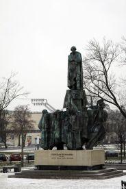 WYSPIANSKI MONUMENT 001