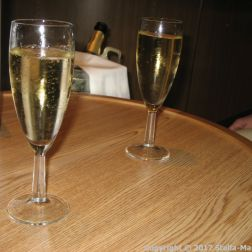 PRIDE OF HULL, THE BRASSERIE - CHAMPAGNE 001