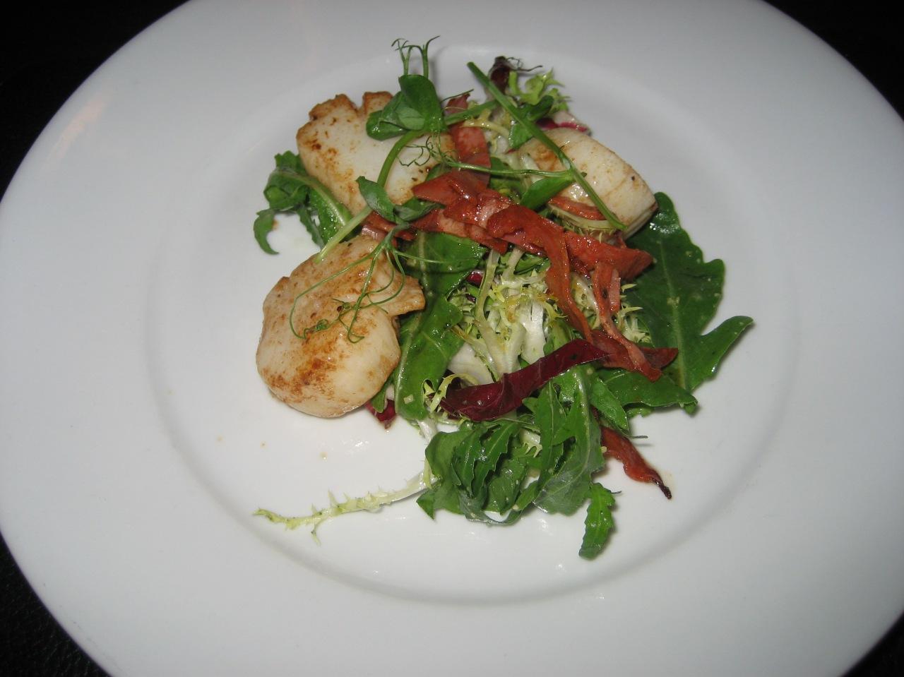 the-countryman-pan-seared-scallops-with-pesto-and-chorizo-salad-003_36846750272_o