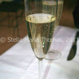 eat-at-23-sunday-lunch---prosecco-003_5442991984_o