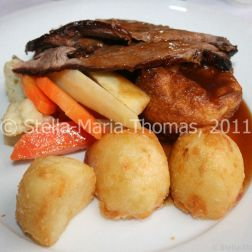 eat-at-23-sunday-lunch---roast-beef-and-accompaniments-013_5442390427_o
