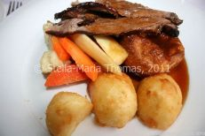 eat-at-23-sunday-lunch---roast-beef-and-accompaniments-014_5442390737_o