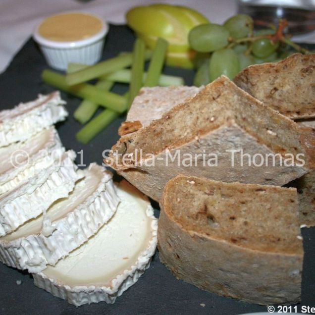 la-mirabelle-cote-dazur-evening---fromage-de-chevre-avec-pain-aux-noix-004_5752175420_o