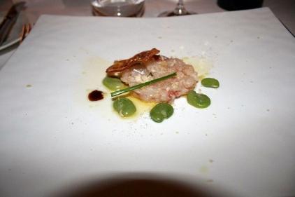 via-del-borgo---tartar-di-ricciola-con-favette-pecorino-dressing-dacciuga-e-agrumi_2500022936_o