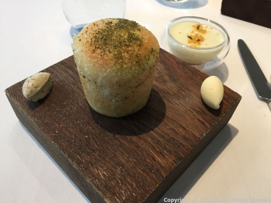 LAUNCESTON PLACE, THYME BREAD ROLL, SEAWEED BUTTER, YOGURT BUTTER, POATOES (GEL, CHUNKS, FOAM) 005