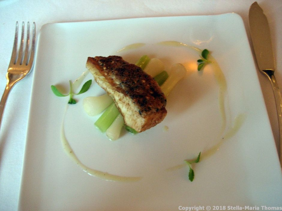 CHATEAU D'ETOGES, MENU GOURMANDE, ROAST TURBOT WITH SESAME CRUST, LEEKS AND ASIAN STYLE VINAIGRETTE 007