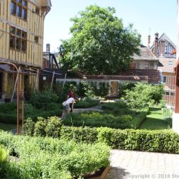TROYES 210