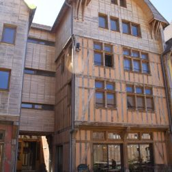 TROYES 211
