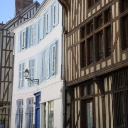 TROYES 219