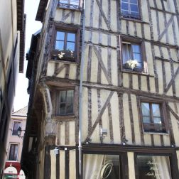 TROYES 233