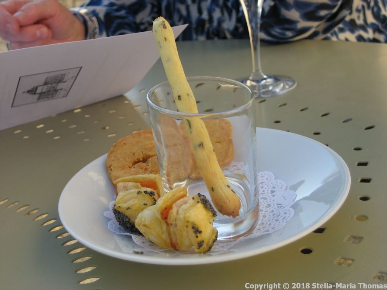 CHATEAU D'ETOGES, BREAD STICKS AND CANAPES 001