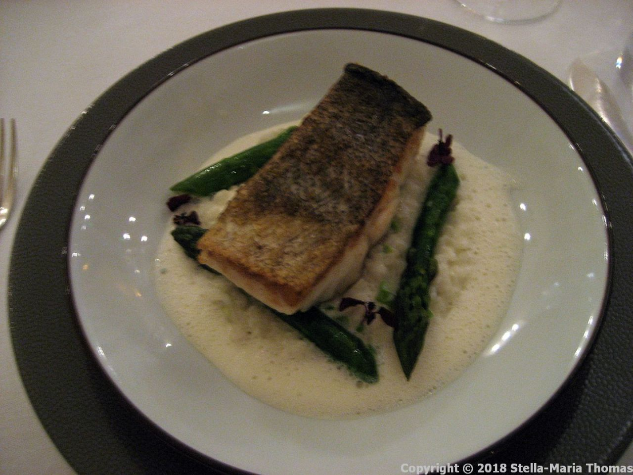 CHATEAU D'ETOGES, SEARED COD FILLET, CREAMY RISOTTO WITH GREEN ASPARAGUS, PARMESAN SAUCE 010