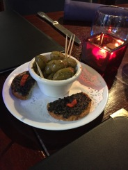 LE DAUPHIN, PAU, OLIVES AND TAPENADE 002