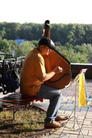 MAN PLAYING A BANDURA, CHERNIHIV 001