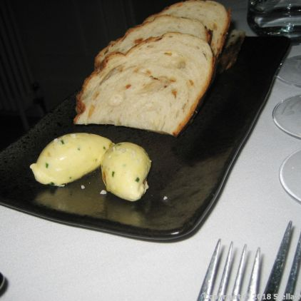 HIBISCUS, ONION BREAD WITH CARAMELISED BUTTER 003