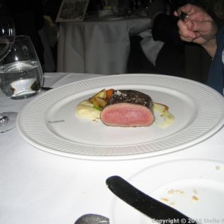 LE GAVROCHE, GAME DINNER, CHEVREUIL RÔTI, PANAIS ET JUS AU GENIEVRE (ROASTED LOIN OF VENISON, PARSNIPS AND JUNIPER INFUSED JUS) 010