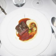 LE GAVROCHE, GAME DINNER, CHEVREUIL RÔTI, PANAIS ET JUS AU GENIEVRE (ROASTED LOIN OF VENISON, PARSNIPS AND JUNIPER INFUSED JUS) 012