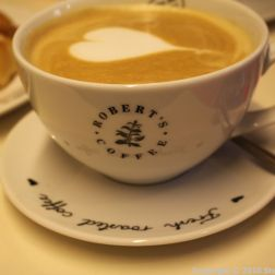 ROBERT'S COFFEE, HAZELNUT LATTE 002