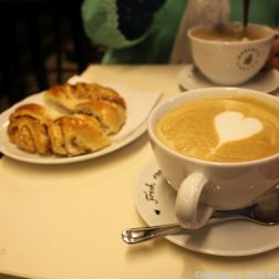 ROBERT'S COFFEE, HAZELNUT LATTE AND CINNAMON BUN 001
