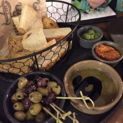 BAR ENCORE, FLAMENCO NIGHT, BREAD AND OLIVES 001